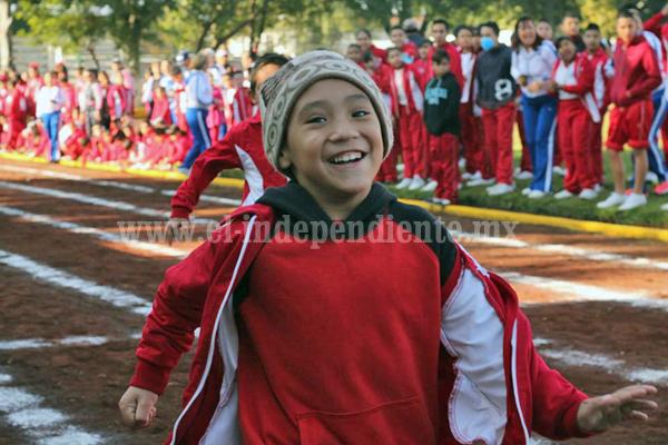 Emotivos los  niños con capacidades especiales en Olimpiada Municipal