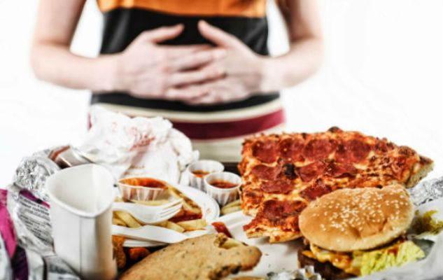 Llaman a población a evitar consumo excesivo de alimentos