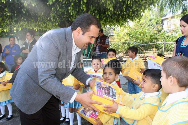 Más de 150 infantes beneficiados con kits de útiles escolares en Ixtlán