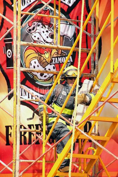 """Eduardo """"Bobby"""" Godínez se corona campeón de la competencia intermunicipal de bomberos Zamora"""