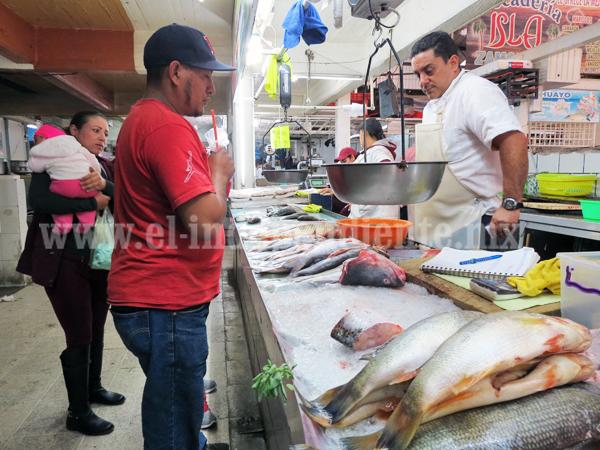 Cae producción de pescados y mariscos por escasez del producto en agua dulce
