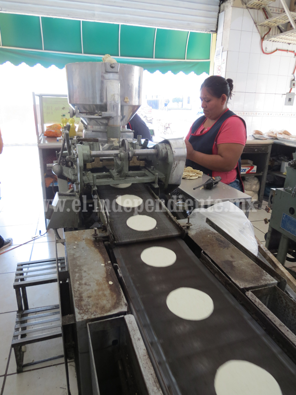 Acuerdan tortilleros frenar saturación de giros en el sector