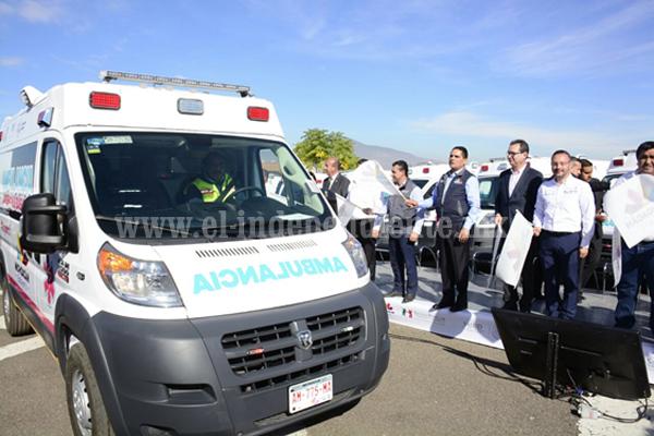 Cumple Silvano Aureoles con entrega de ambulancias a los 113 municipios de Michoacán