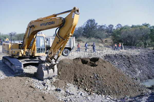 Pone en marcha Gobernador construcción de vialidad en La Aldea