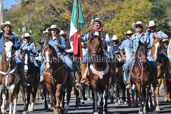 Ángel Macías encabezó la Cabalgata Guadalupana