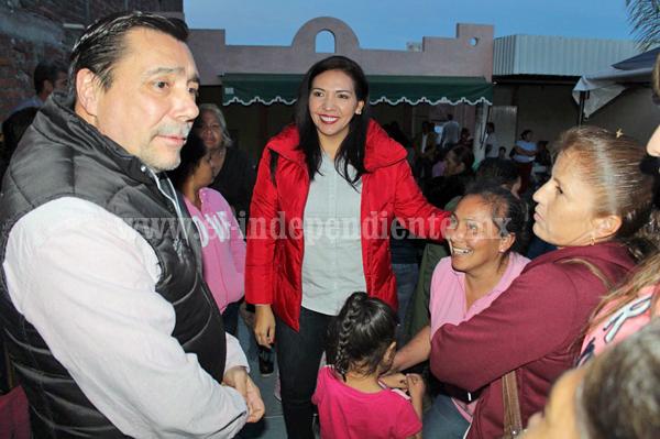 Realizan reunión informativa Adriana Campos y Alfredo Fernández Peri con beneficiarios