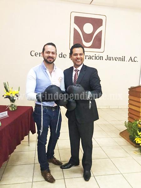 Salvador Escotto, regidor de deportes, entregó material deportivo al CIJ