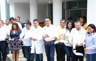 Tras casi 10 años de espera, entrega Gobernador Centro de Salud de Aquila