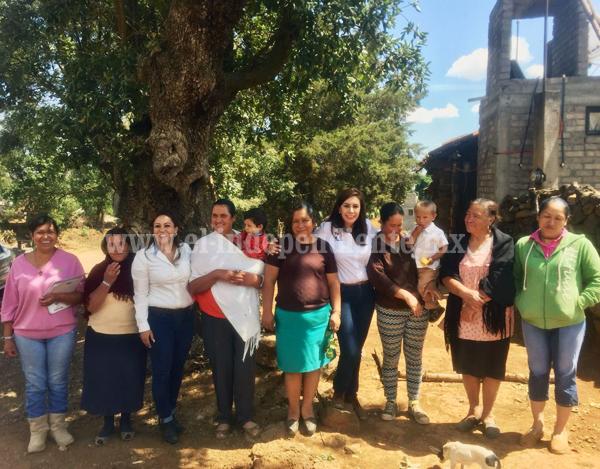 Eva María Pimentel conoce de cerca los problemas de ciudadanos en distrito 07