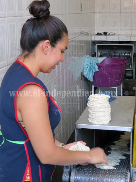 Denuncian competencia desleal de tiendas trasnacionales en venta de tortilla