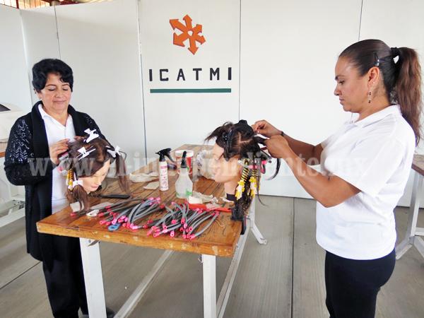 ICATMI pondera trabajo de mujeres en diferentes talleres