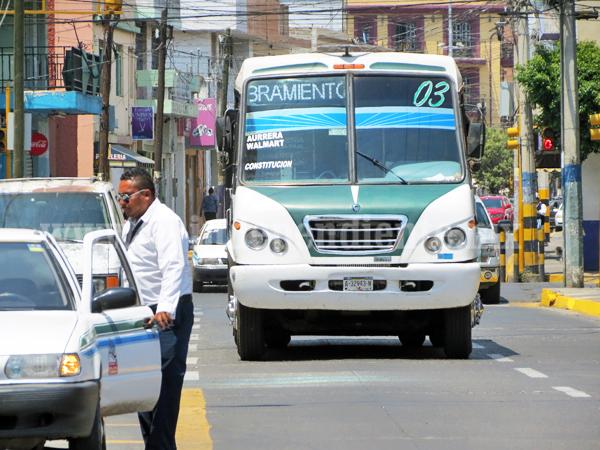 Aplicarán Hoy No Circula en microbuses de transporte público