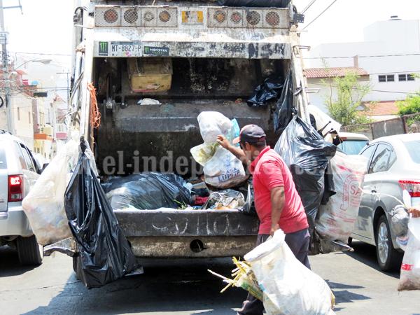 Ciudadanos vuelven a retomar esquinas como tiradero de basura