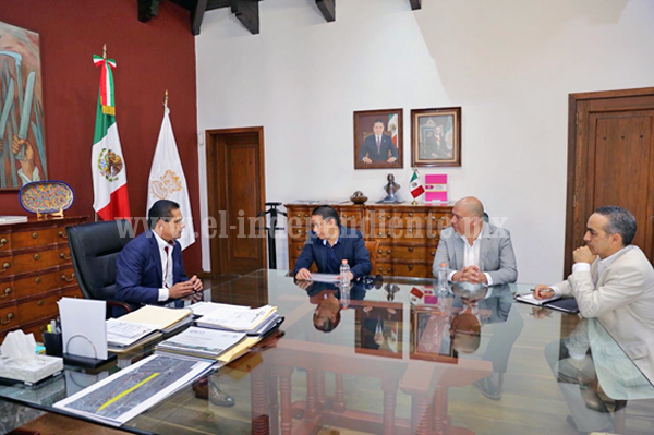 Sostiene Gobernador reunión con directivos de CMIC