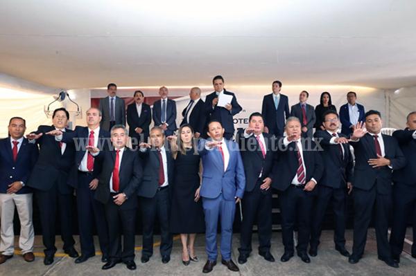 Toma protesta Gobernador al nuevo Comité Directivo 2018- 2020 de la CMIC