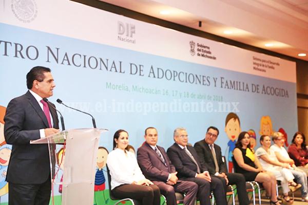 Inaugura Gobernador Encuentro Nacional de Adopciones y Familia de Acogida