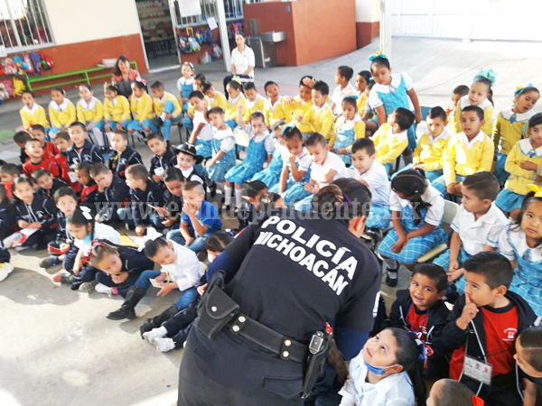 """""""Reconociendo mis Derechos"""" llega a alumnos de preescolar"""