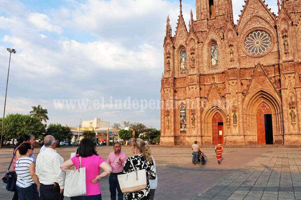 Visitantes de la reunión de inmobiliarios realizan recorrido turístico por la ciudad