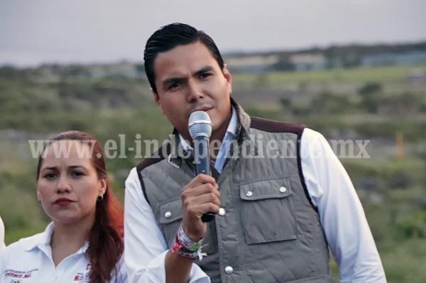 Compromete Sergio Flores revisar salario mínimo y dignificar labor de trabajadores