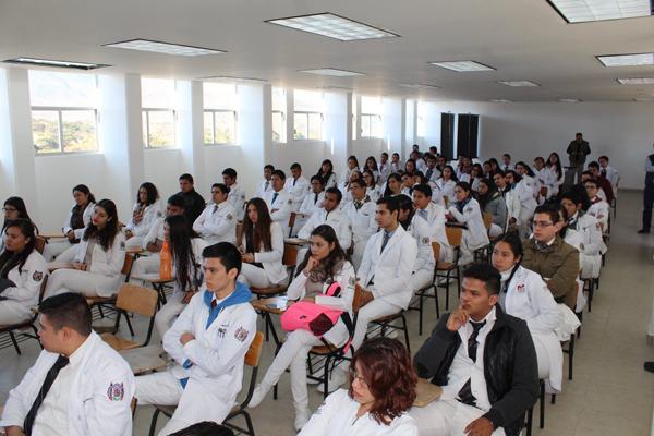 Hay superávit de médicos  generales en el país