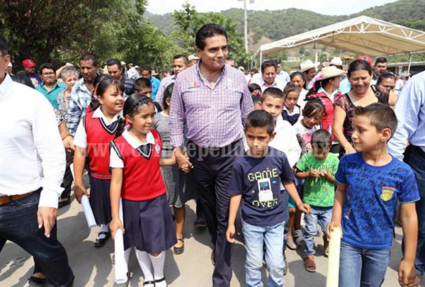 Habitantes de Crescencio Morales y Aputzio en Zitácuaro contarán con nuevas carreteras
