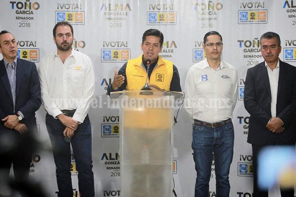 Toño García, por la defensa de los migrantes michoacanos