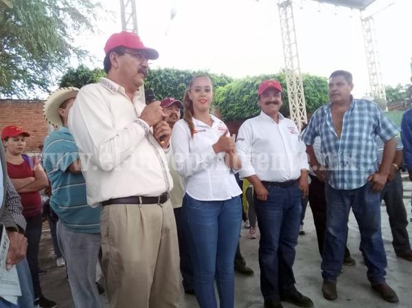 Reginaldo Sandoval recorre con Martín Samaguey las calles de Zamora
