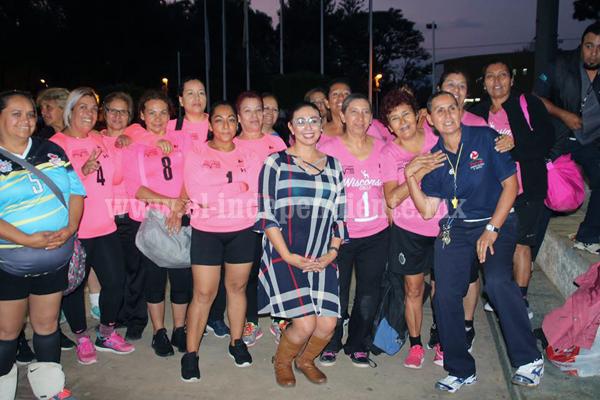 Fantásticas y Mami´s  se coronaron campeonas del torneo de voleibol relámpagon