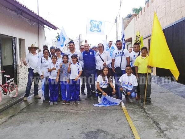 Dirigente estatal del PAN acompañó a Rafa Melgoza por el centro de la ciudad