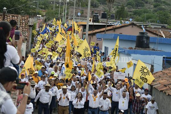 Gran afluencia de militantes y simpatizantes del Rincón del Mezquite cerró filas en torno a Ángel Macías