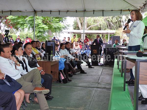 Con propuestas, trabajo, honradez y valores asistió Judith Acevedo al Foro de candidatos en Tec Zamora