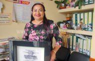 """REGIDORA DE JACONA RECIBIÓ RECONOCIMIENTO DE ESCUELA """"MARIANO MATAMOROS"""""""