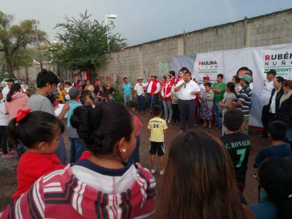 Rubén Nuño signa compromiso para escriturar colonia Guanajuatillo