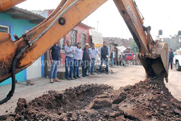 Inician construcción de la línea de distribución de agua potable en la sección IV de la Colonia Ferrocarril