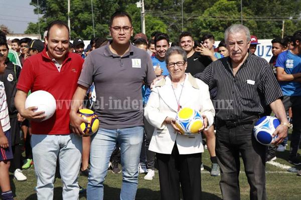 """Arrancó el 49 torneo de futbol de barrios """"Rosita Espinoza"""""""