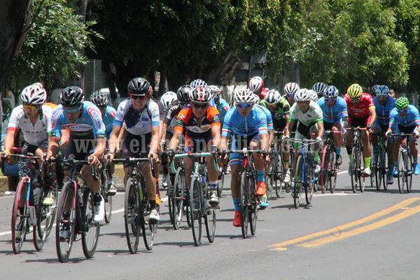 Orlando Garibay se coronó en la  carrera ciclista de Zamora
