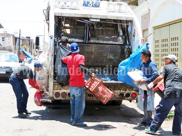 Colonias del poniente reinciden en tiraderos de basura al aire libre