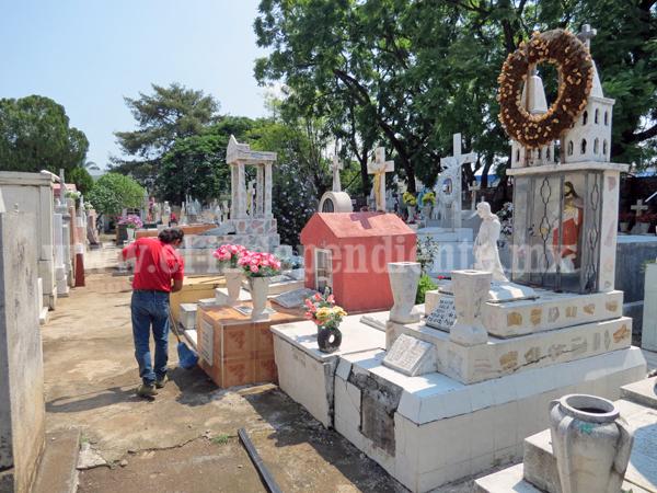 Actualizan censo de gavetas en Panteón Municipal