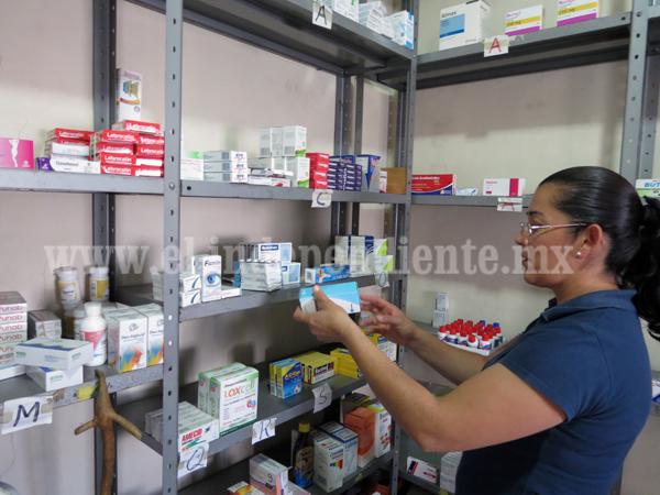 Población dona medicamentos caducos a Cáritas