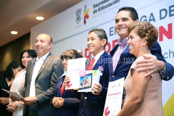 Reconoce Silvano Aureoles a ganadores de Olimpiada del Conocimiento Infantil