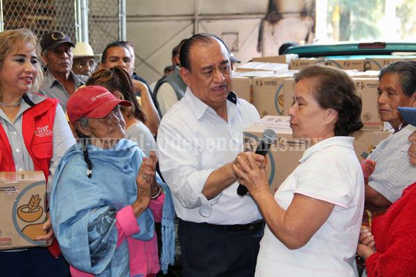 """Alcalde encabeza entrega de despensas del programa """"Sí Alimenta"""""""