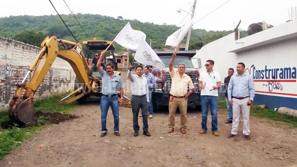 Arrancó construcción del puente peatonal El Opeño-presa de La Luz