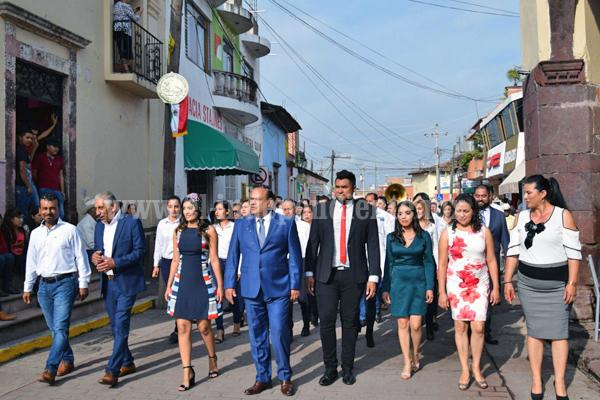 DR. JESÚS INFANTE, PRESIDENTE MUNICIPAL DE ECUANDUREO, ENCABEZÓ DESFILE DEL 16 DE SEPTIEMBRE