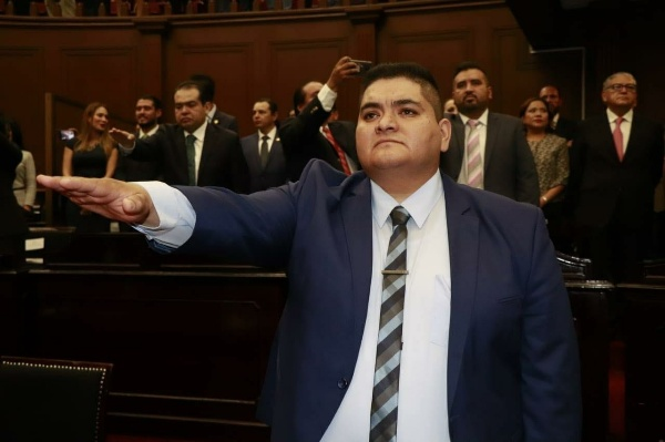 Arturo Hernández Vázquez rinde protesta como diputado local