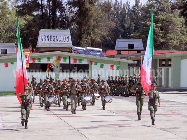 Décimo séptimo  batallón de infantería listo para participar en actos cívicos patrios