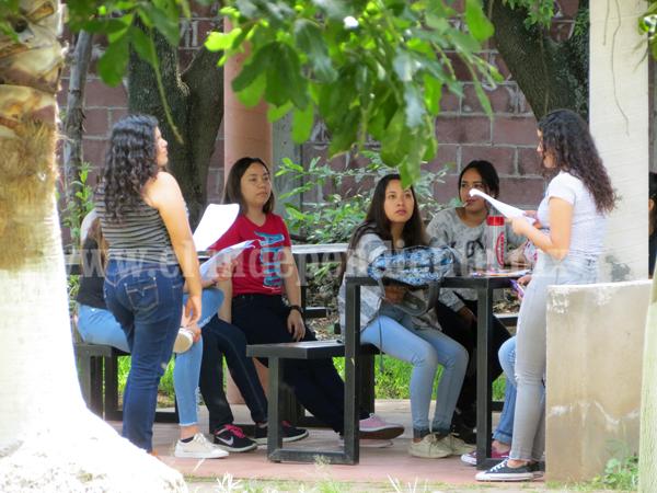 Becaran a estudiantes que presten su servicio en CONAFE