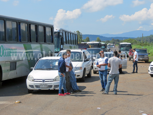 Habitantes de Tarecuato toman carretera  Zamora- Los Reyes