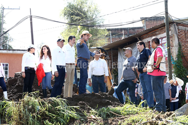 Firma Gobernador Solicitud de Declaratoria de Emergencia para Peribán