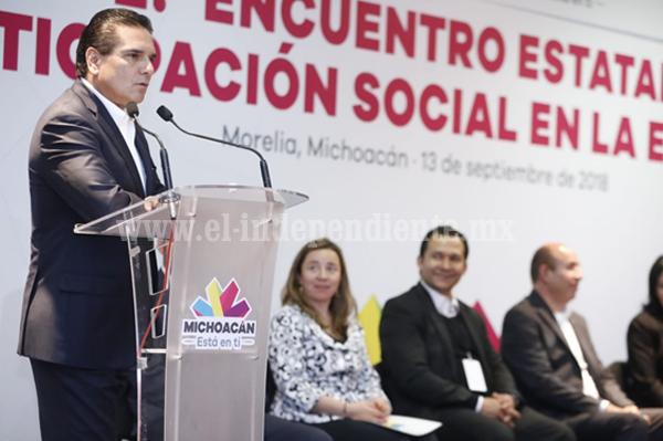 Llama Gobernador a completar 113 consejos sociales municipales en educación