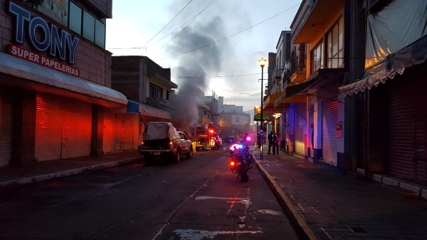 Arde ferretería en la Zona Centro de Zamora